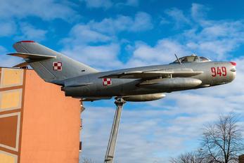 949 - Poland - Air Force Mikoyan-Gurevich MiG-17PF