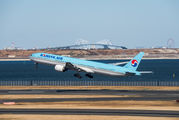 HL7534 - Korean Air Boeing 777-300 aircraft