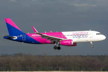 HA-LWR - Wizz Air Airbus A320