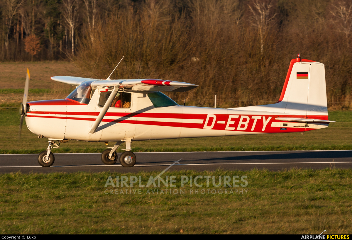 Private D-EBTY aircraft at Uelzen