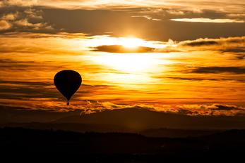 - -  Balloon -