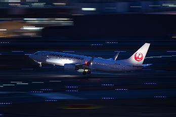 JA323J - JAL - Japan Airlines Boeing 737-800