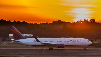 N1610D - Delta Air Lines Boeing 767-300ER