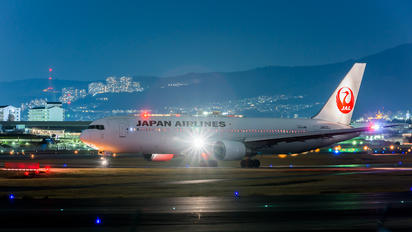 JA602J - JAL - Japan Airlines Boeing 767-300ER
