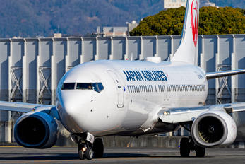 JA308J - JAL - Japan Airlines Boeing 737-800