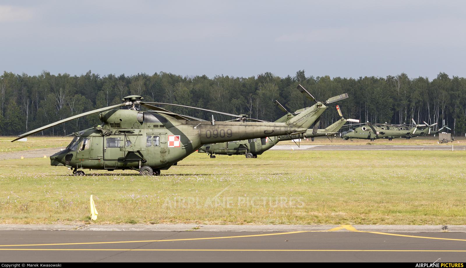 Poland - Army 0909 aircraft at Warsaw - Babice