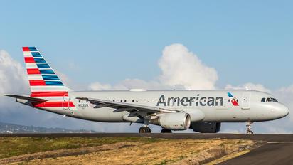 N122US - American Airlines Airbus A320