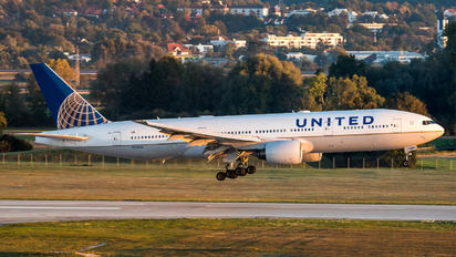 N784UA - United Airlines Boeing 777-200ER