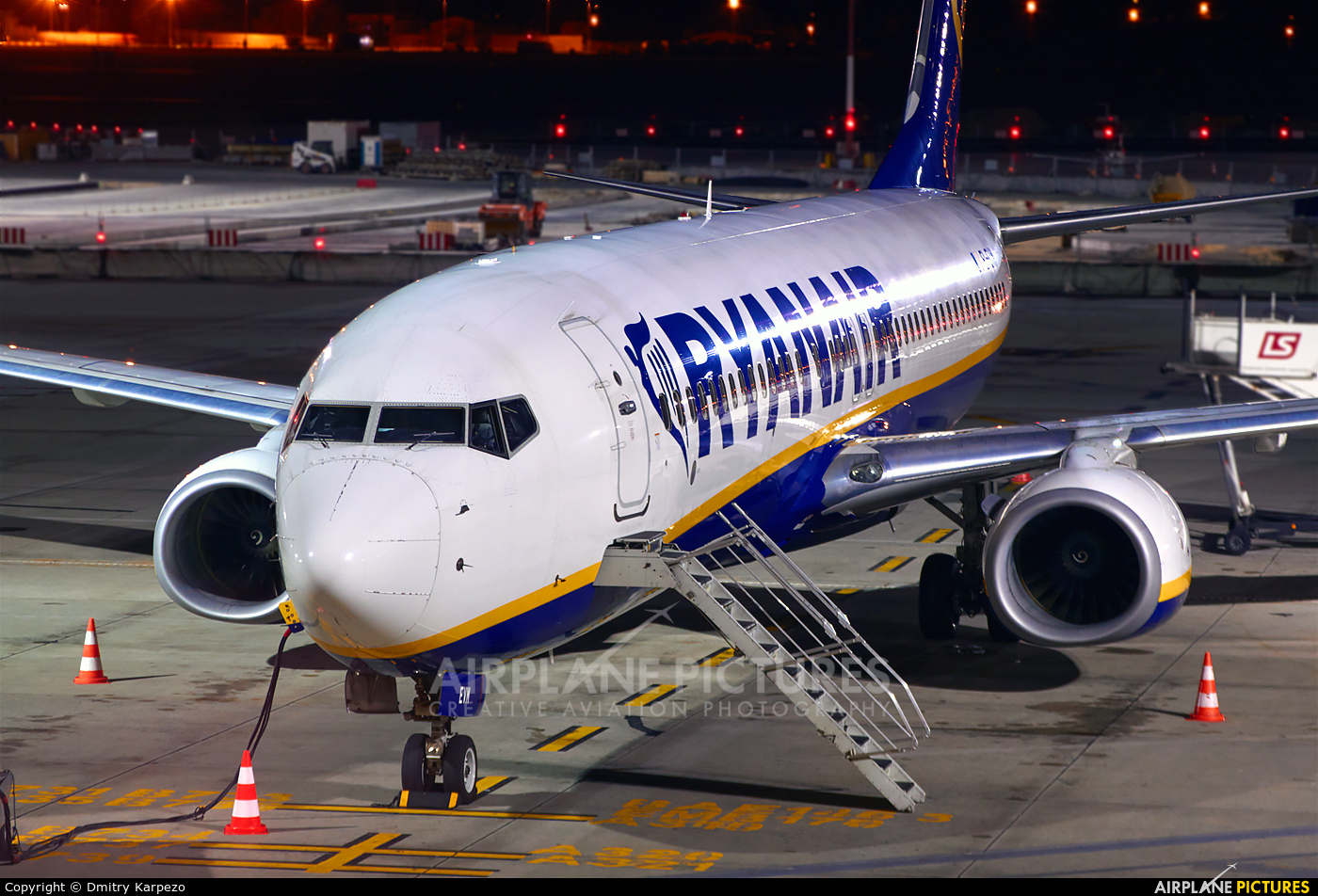 Ryanair EI-EVN aircraft at Kraków - John Paul II Intl