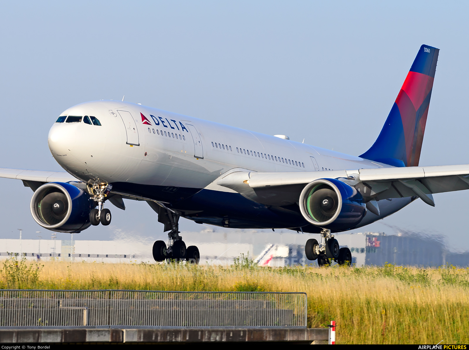 Delta Air Lines N860NW aircraft at Paris - Charles de Gaulle