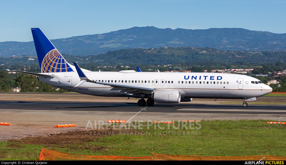 United Airlines N77542 aircraft at San Jose - Juan Santamaría Intl