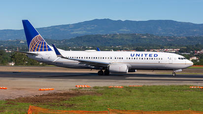 N77542 - United Airlines Boeing 737-800