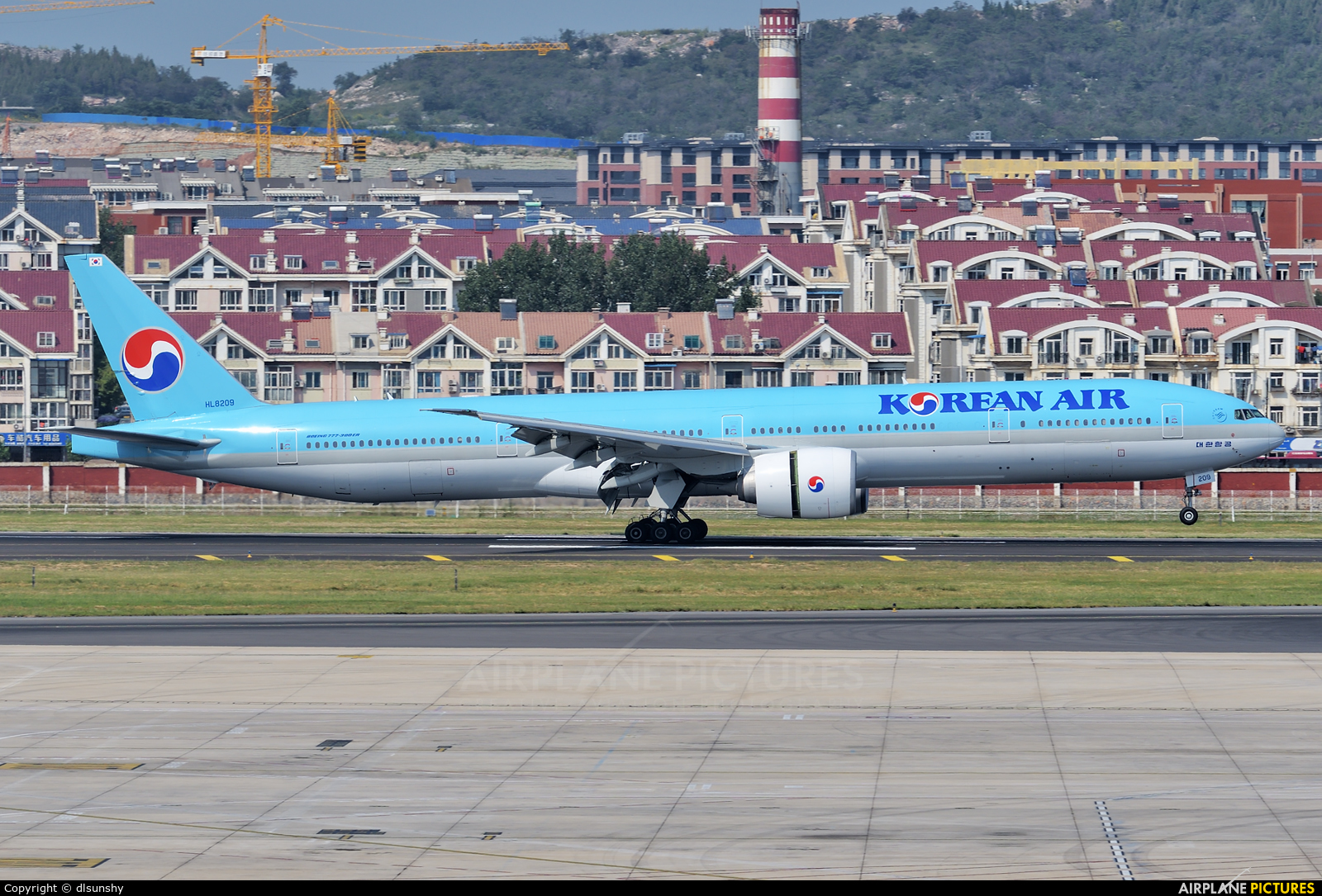 Korean Air HL8209 aircraft at Dalian Zhoushuizi Int'l