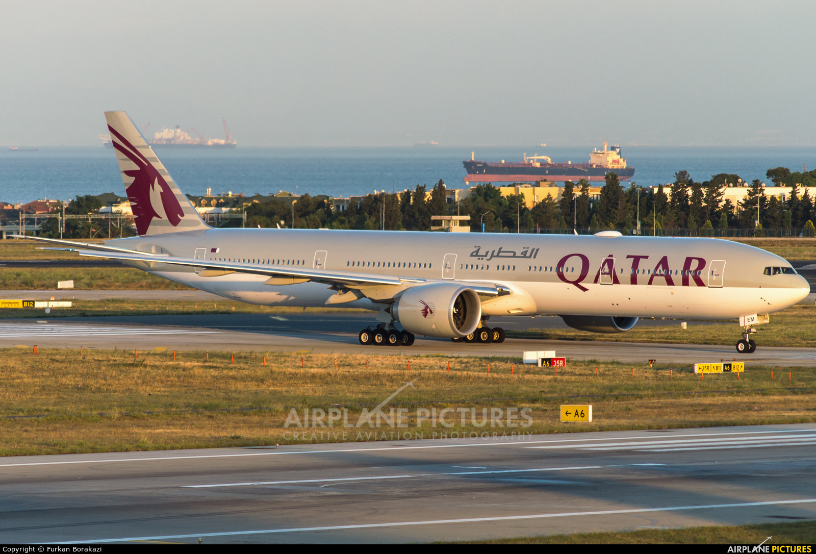 Qatar Airways A7-BEM aircraft at Istanbul - Ataturk