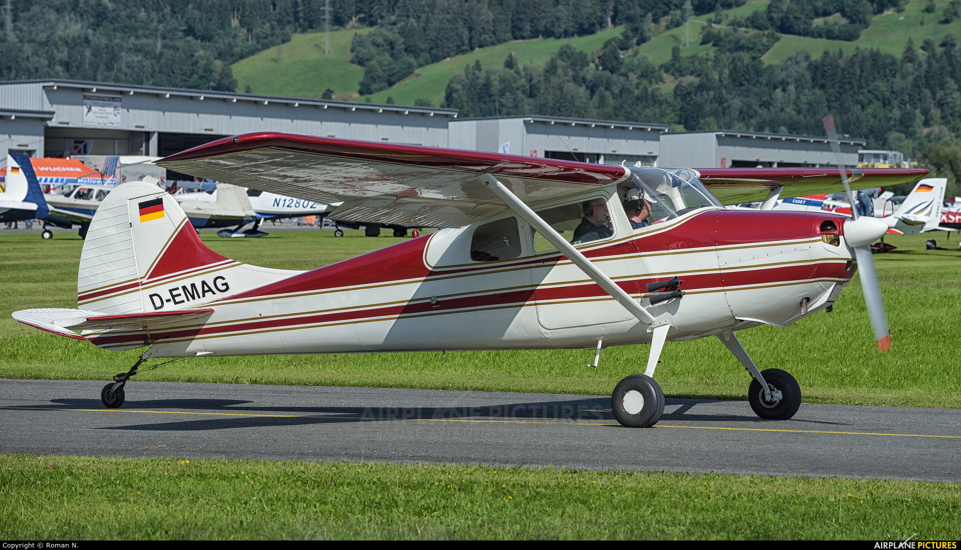 Private D-EMAG aircraft at Zell am See