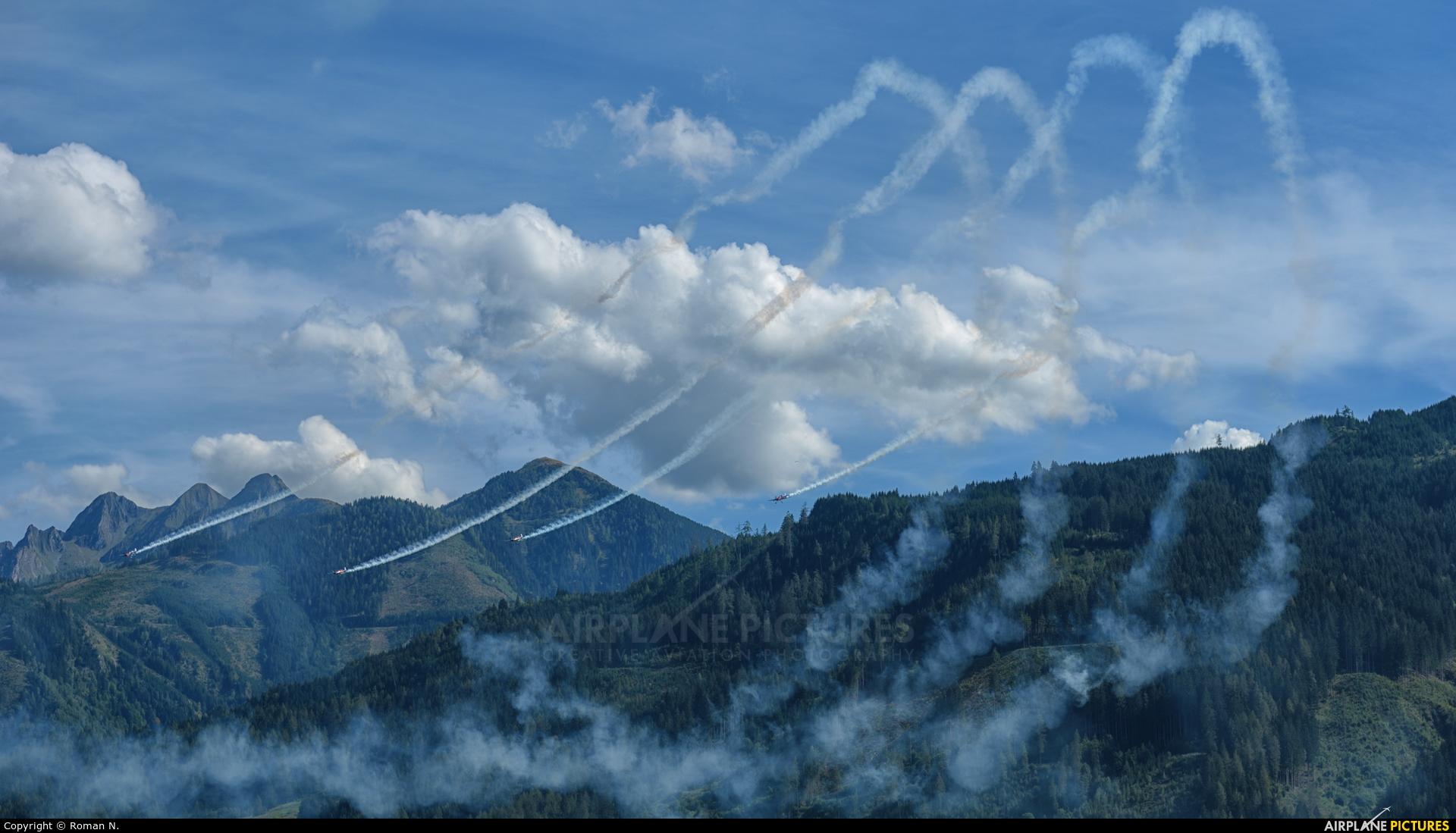 The Flying Bulls Duo : Aerobatics Team - aircraft at Zell am See