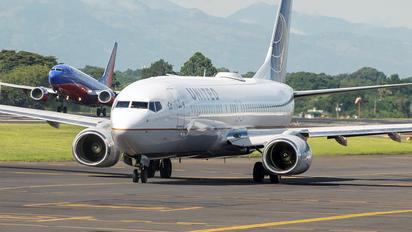 N37263 - United Airlines Boeing 737-800