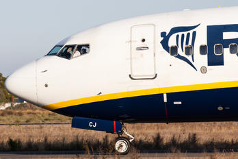 - - Ryan Air Boeing 737-800