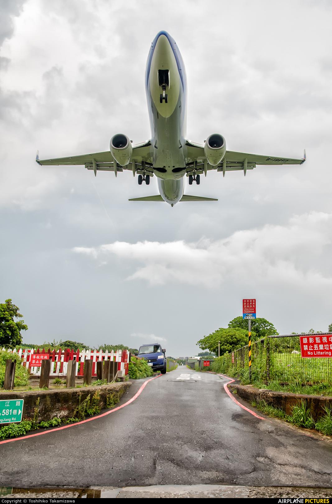 China Airlines B-18662 aircraft at Taipei - Sung Shan