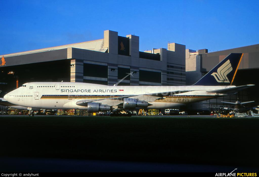 Singapore Airlines 9V-SKP aircraft at Singapore - Changi