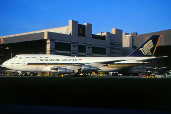 9V-SKP - Singapore Airlines Boeing 747-300