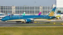 Rare visit of Vietnam Boeing 787-9 to Vienna title=