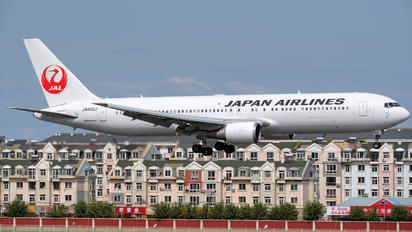 JA652J - JAL - Japan Airlines Boeing 767-300ER