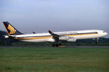 9V-SJM - Singapore Airlines Airbus A340-300
