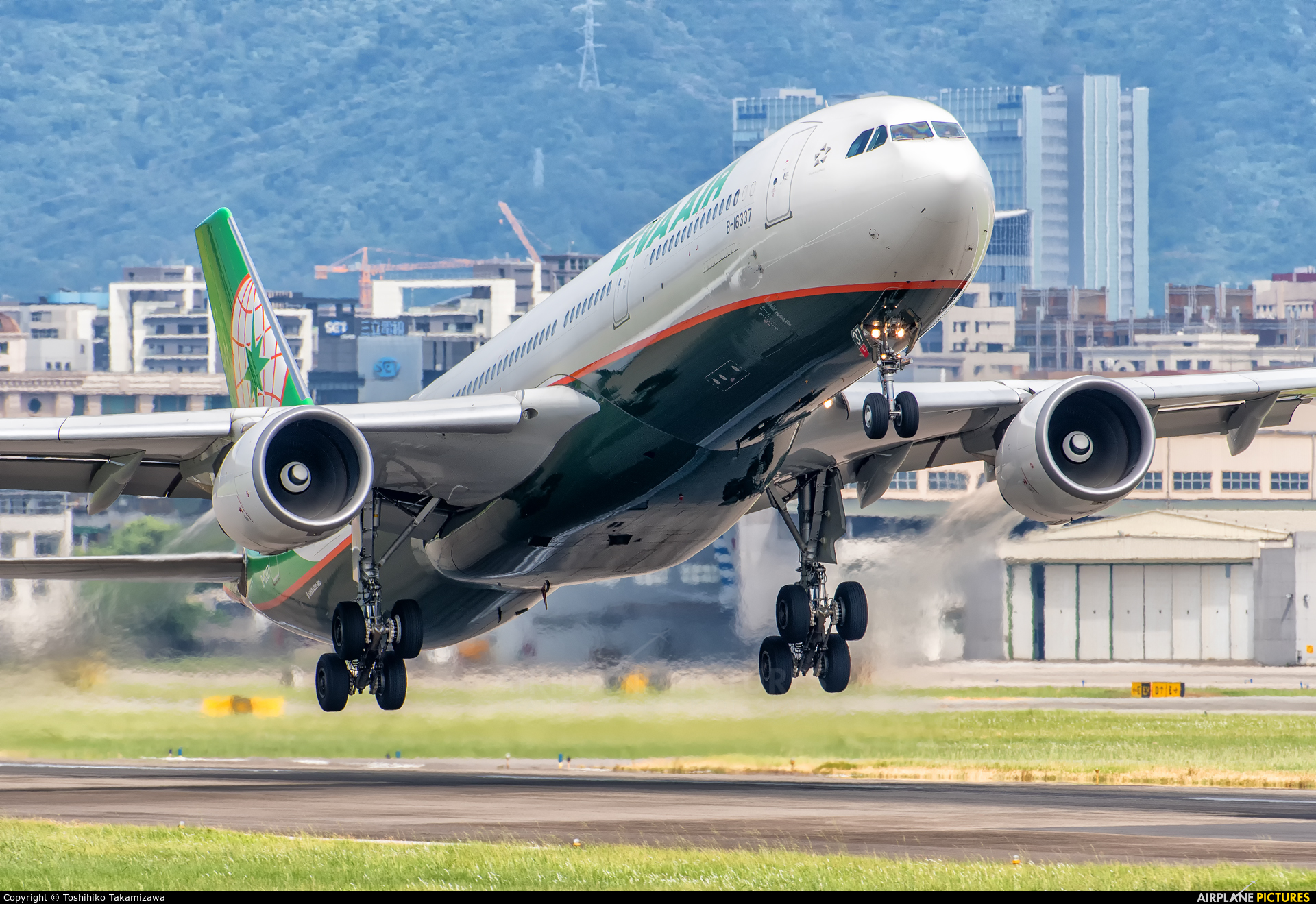 Eva Air B-16337 aircraft at Taipei - Sung Shan