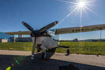 HB-CCR - Private Cessna 210 Centurion