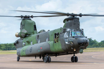 147304 - Canada - Air Force Boeing CH-47F Chinook