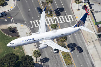 N37464 - United Airlines Boeing 737-900