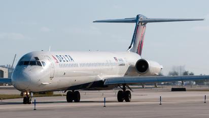 N940DL - Delta Air Lines McDonnell Douglas MD-88