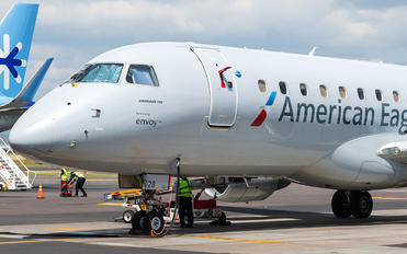 N228NN - American Eagle Embraer 170-200 STD