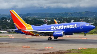 N916WN - Southwest Airlines Boeing 737-700