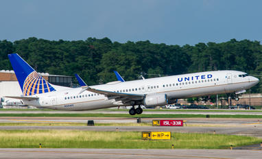 N30401 - United Airlines Boeing 737-900