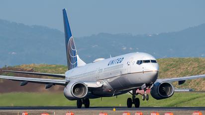 N14249 - United Airlines Boeing 737-800