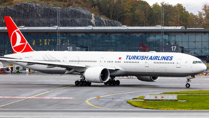 TC-LJK - Turkish Airlines Boeing 777-300ER