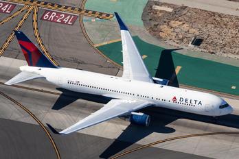 N176DZ - Delta Air Lines Boeing 767-300ER