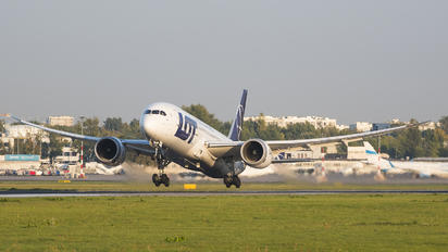 SP-LRA - LOT - Polish Airlines Boeing 787-8 Dreamliner