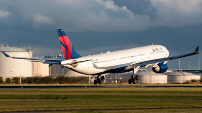 N810NW - Delta Air Lines Airbus A330-300