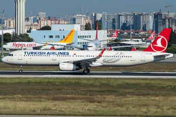 TC-JSK - Turkish Airlines Airbus A321