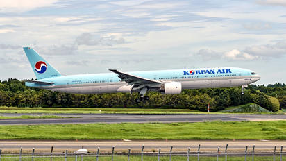 HL7573 - Korean Air Boeing 777-300