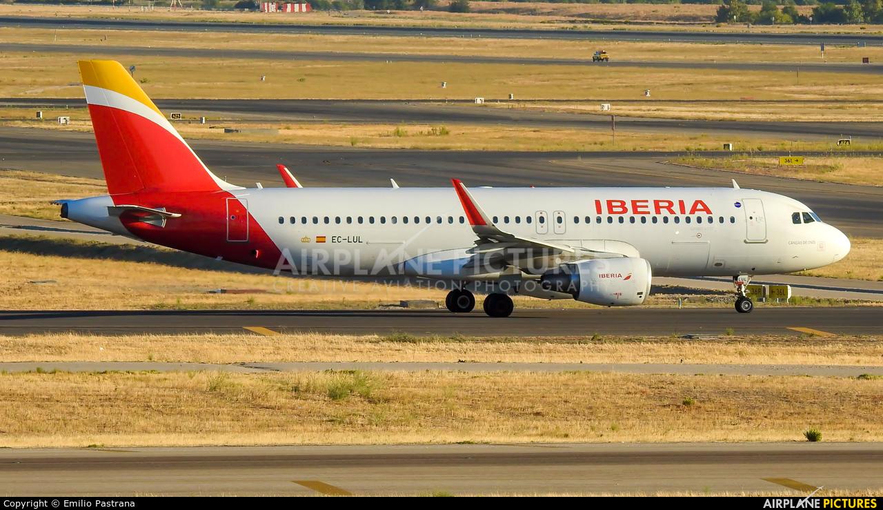Iberia EC-LUL aircraft at Madrid - Barajas