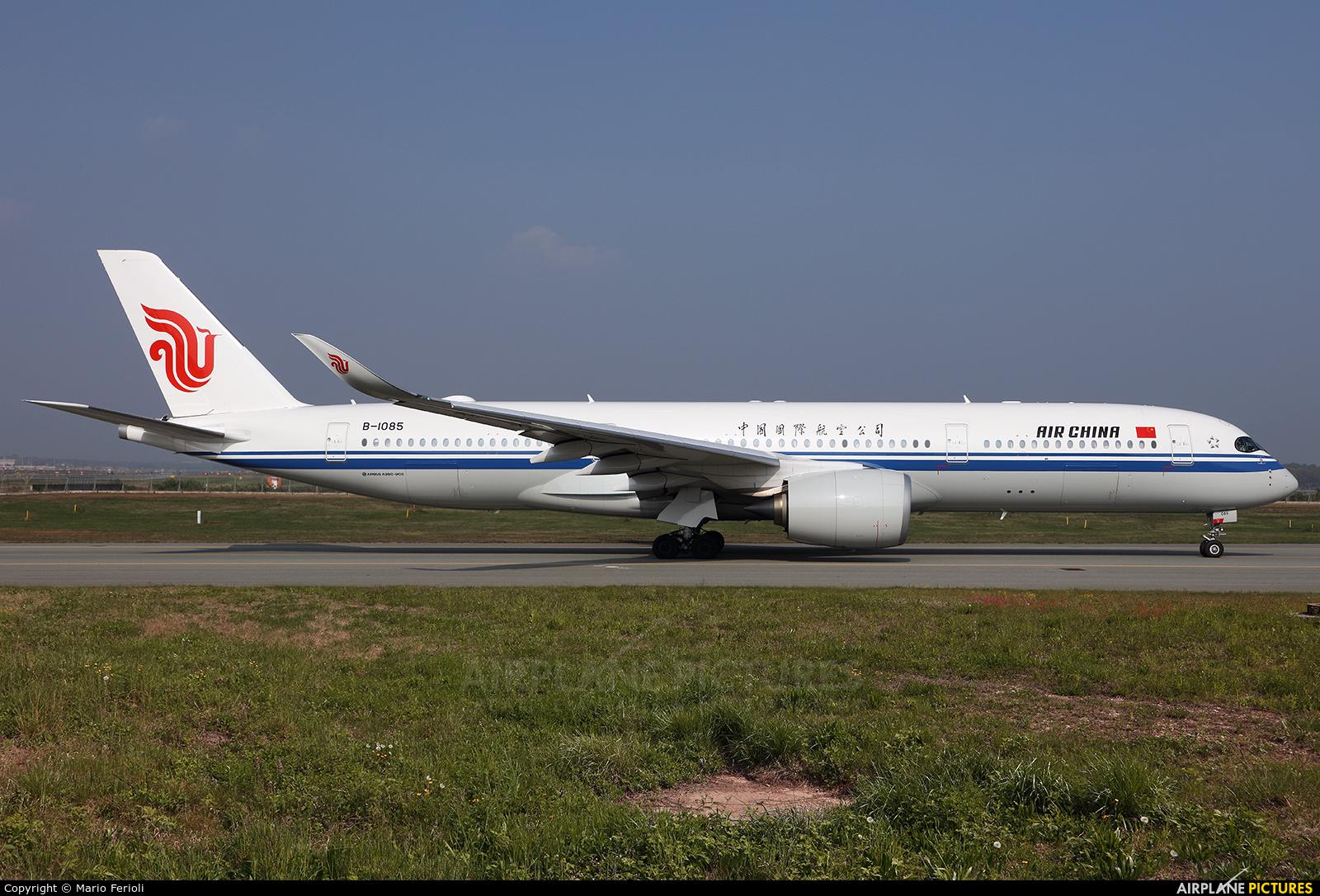 Air China B-1085 aircraft at Milan - Malpensa
