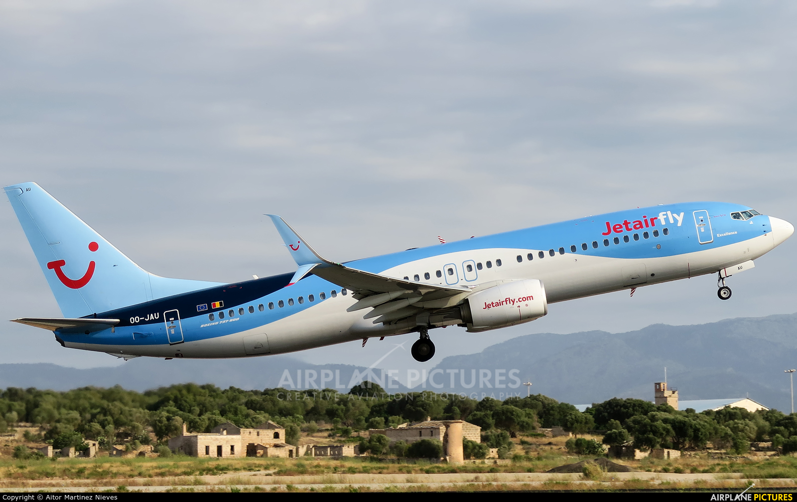 Jetairfly (TUI Airlines Belgium) OO-JAU aircraft at Palma de Mallorca