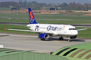 TC-OBI - Onur Air Airbus A320