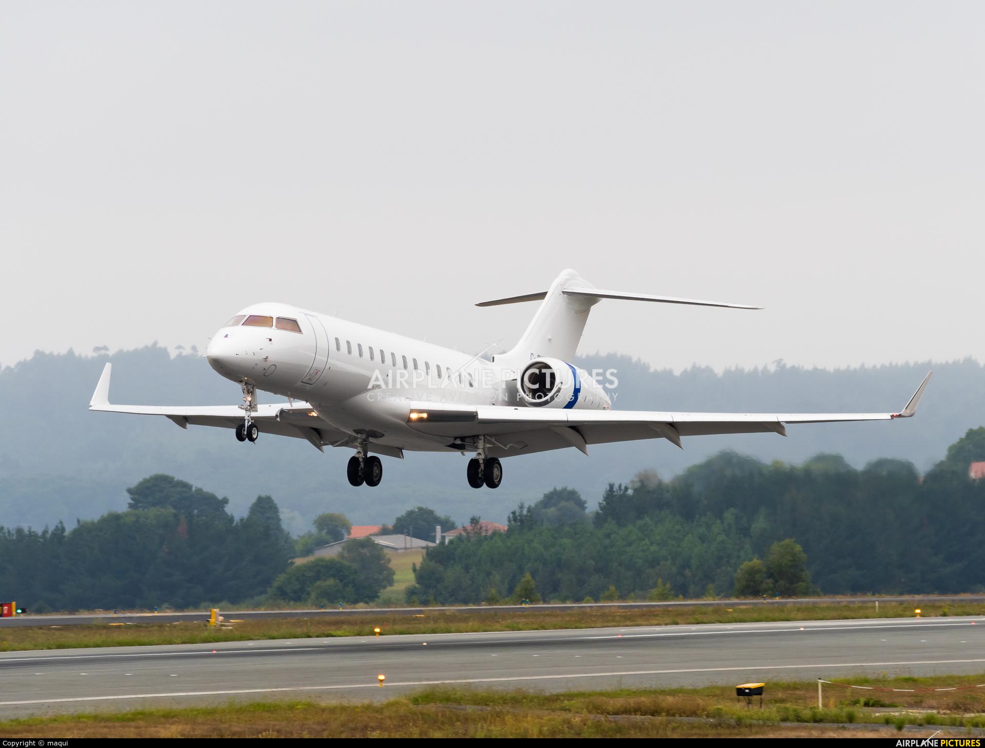 Skyservice Business Aviation C-GHSW aircraft at Santiago de Compostela