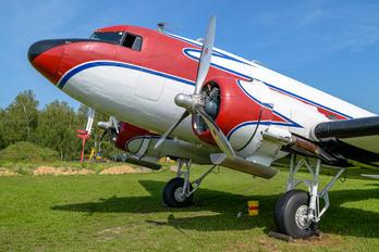 RA-2059G - Private Douglas DC-3