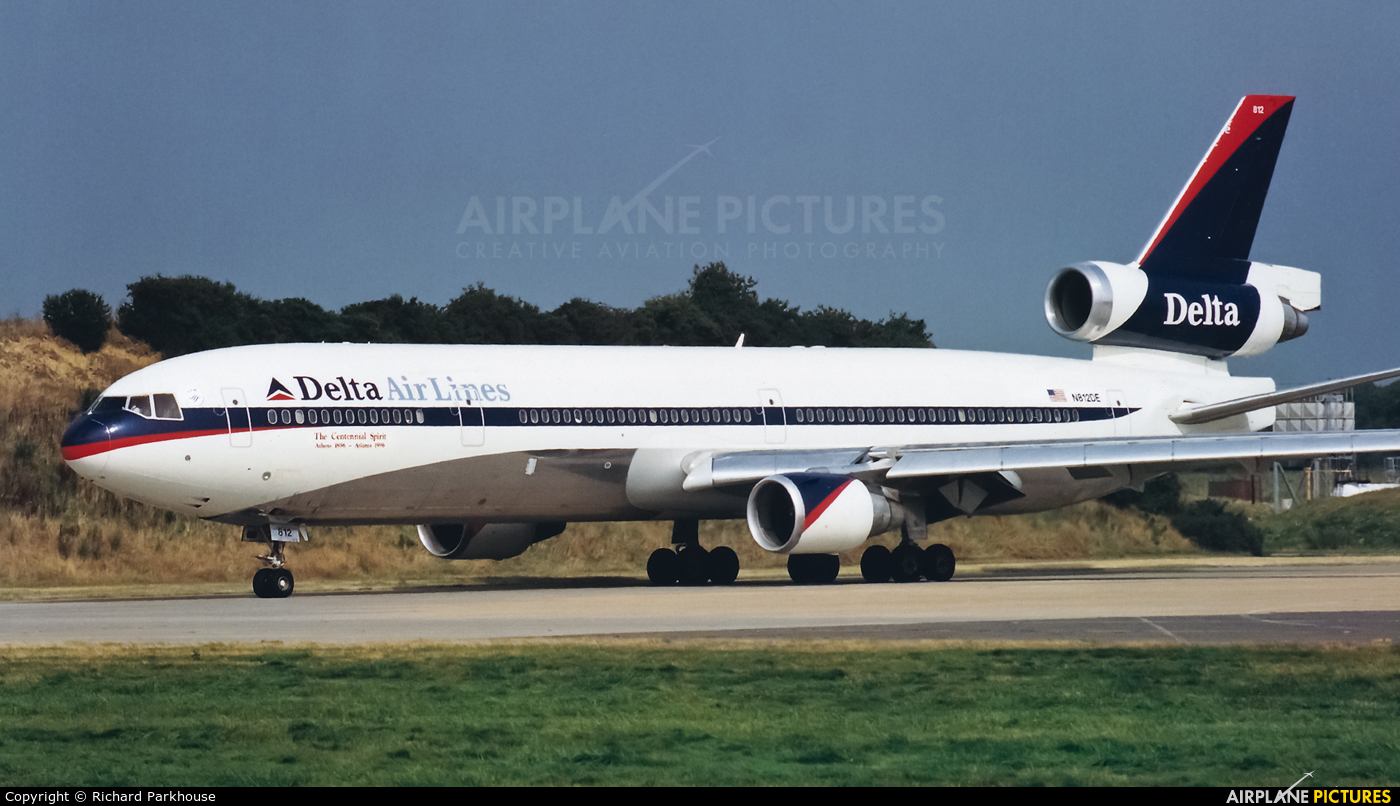 Delta Air Lines N812DE aircraft at London - Gatwick
